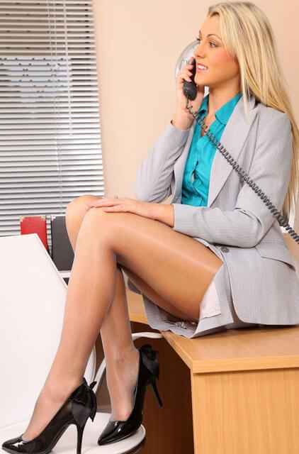 ブロンドのセクシー秘書