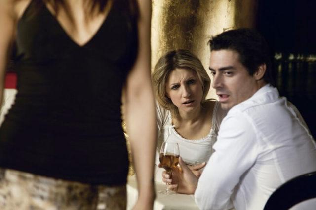 嫉妬深い人を見抜く方法